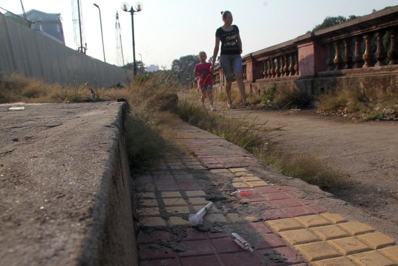 Ảnh: La liệt kim tiêm sau công trình đường sắt Nhổn - ảnh 9