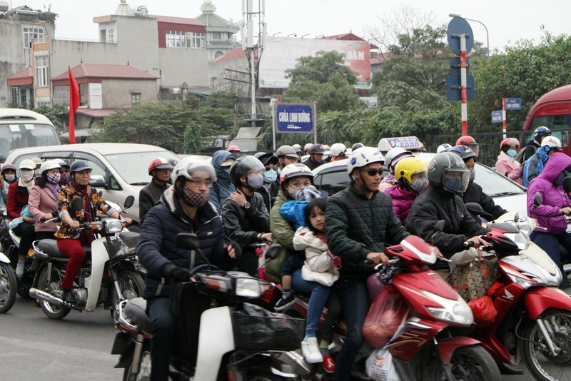 Giao thông Hà Nội tăng cao sau dịp nghỉ tết - ảnh 7