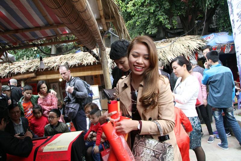 Thiếu nữ Hà Nội du xuân, xin chữ đầu năm - ảnh 9