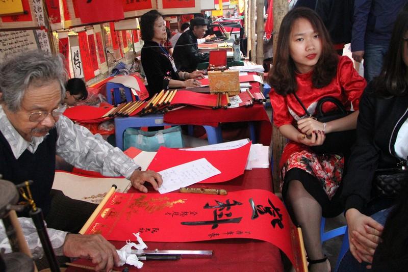Thiếu nữ Hà Nội du xuân, xin chữ đầu năm - ảnh 4