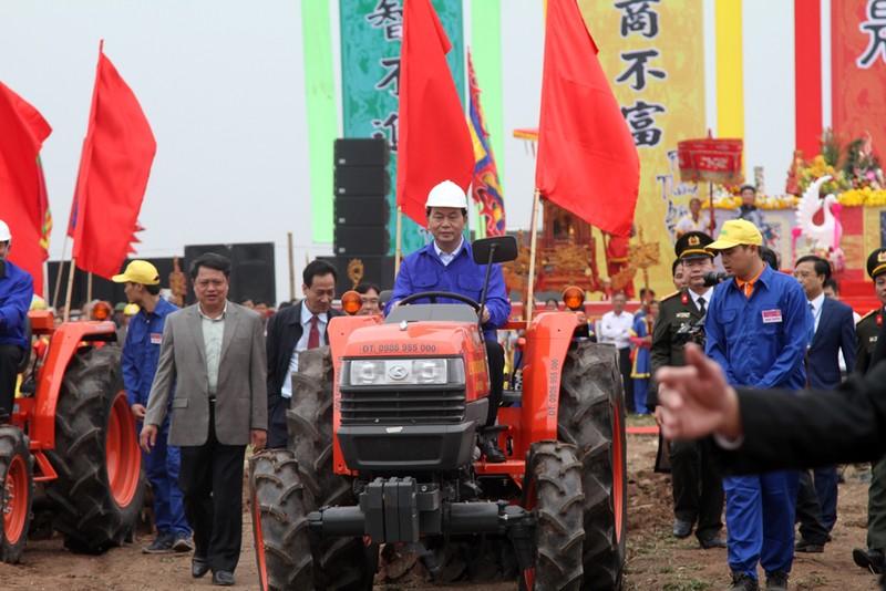 Chùm ảnh: Chủ tịch nước lái máy cày khai lễ Tịch Điền - ảnh 5