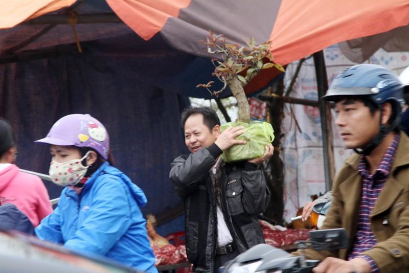 Đường vào chợ Viềng tắc dài vài cây số - ảnh 10