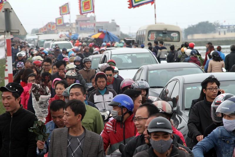 Đường vào chợ Viềng tắc dài vài cây số - ảnh 3