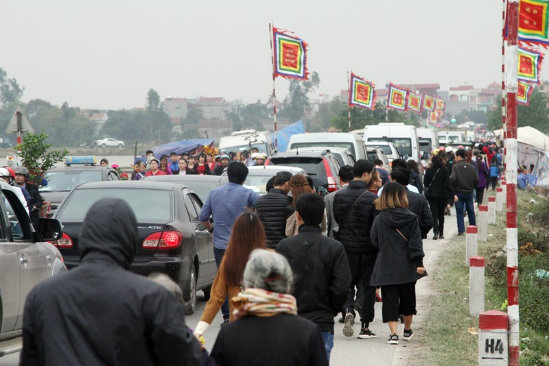 Đường vào chợ Viềng tắc dài vài cây số - ảnh 7