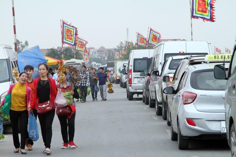 Đường vào chợ Viềng tắc dài vài cây số - ảnh 8