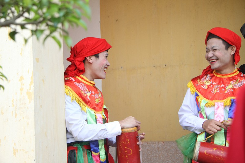 Trai làng 'lẳng lơ' múa ngày hội làng  - ảnh 7