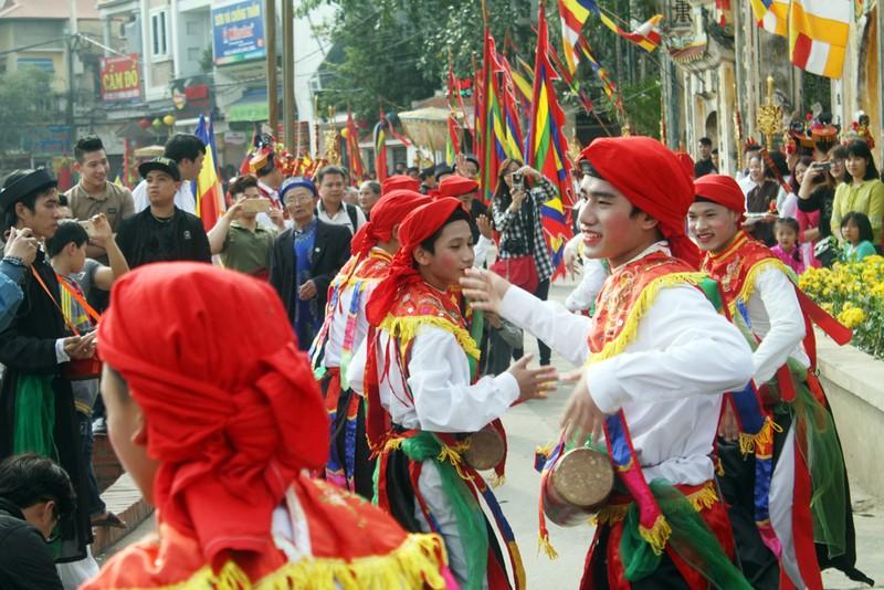 Trai làng 'lẳng lơ' múa ngày hội làng  - ảnh 9