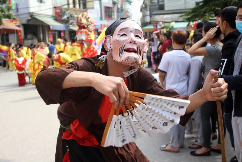 'Con đĩ đánh bồng' sôi động làng Triều Khúc - ảnh 7