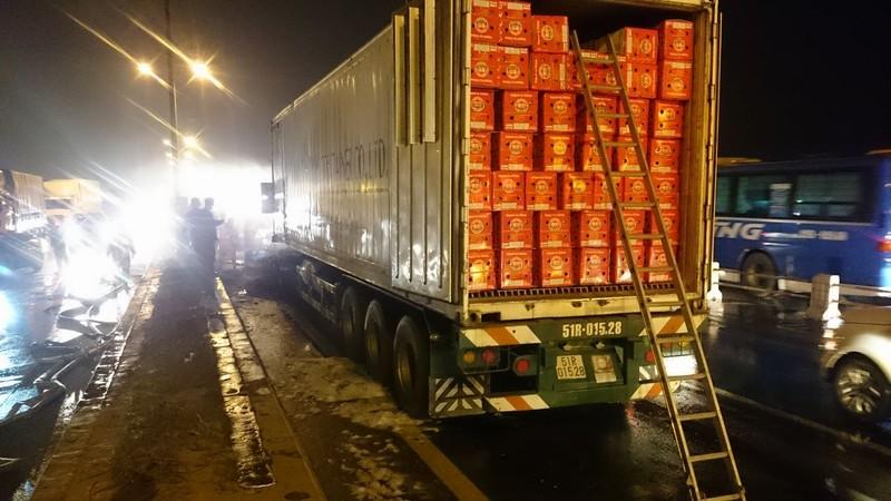 Xe container bốc cháy dữ dội trên cầu Thanh Trì - ảnh 2