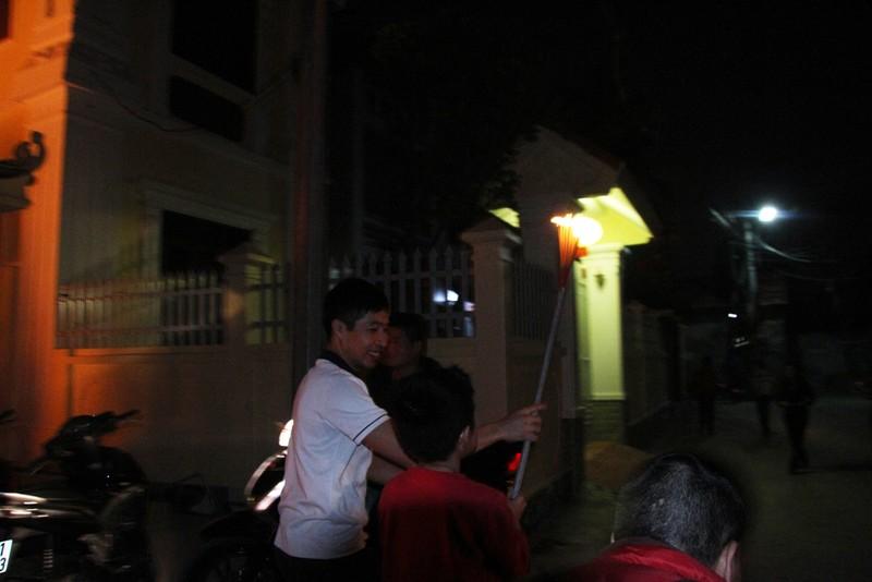 Cả làng đi 'lấy đỏ' trong đêm - ảnh 13
