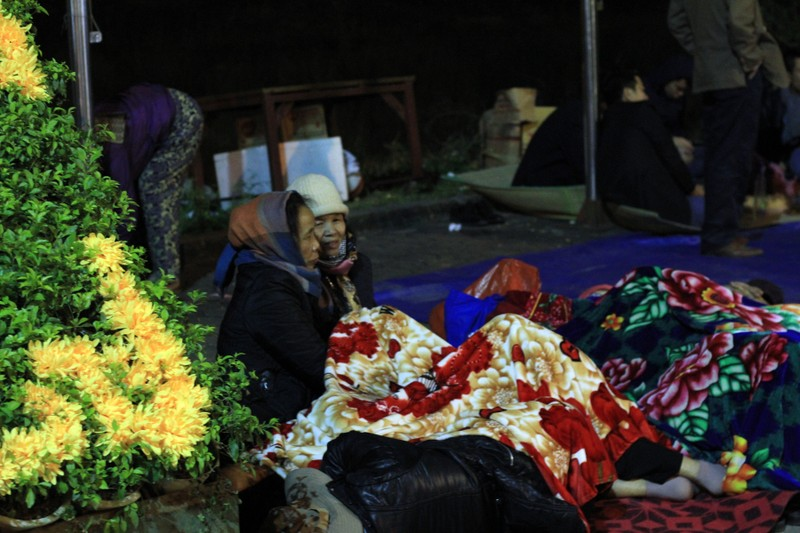 Ủ chăn, thức đêm chờ khai ấn Đền Trần - ảnh 10