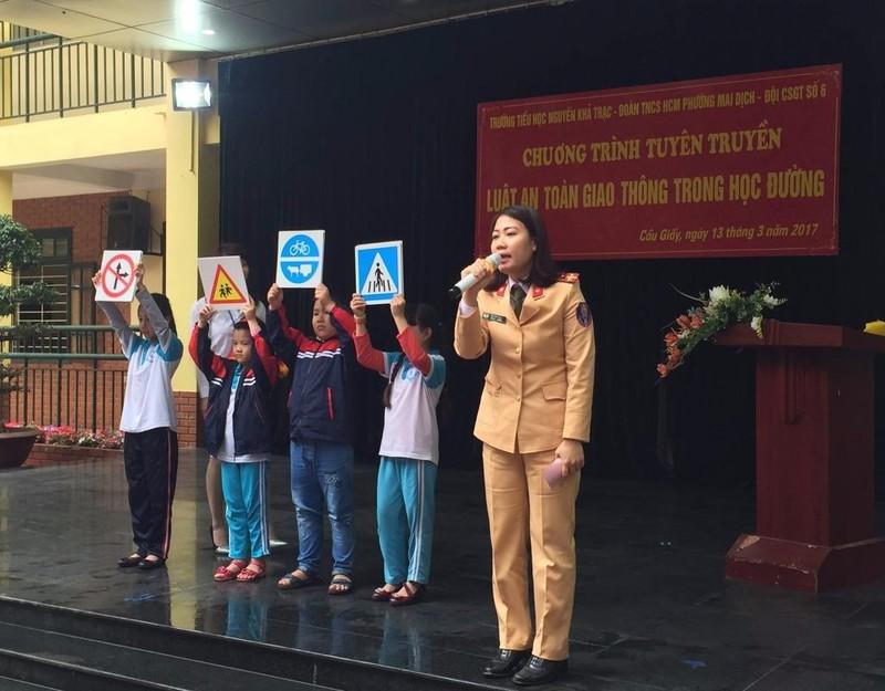 Bà Ngô Bích Thủy – Hiệu trưởng nhà trường