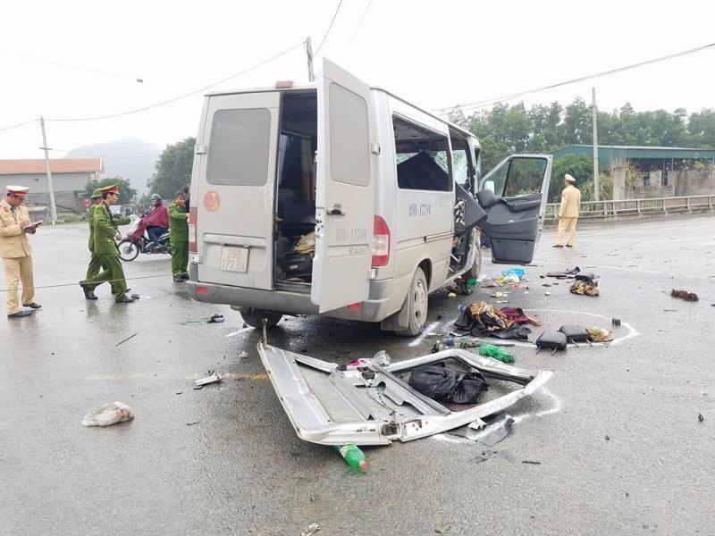 Thông tin mới vụ xe chở 14 người dự đám cưới bị nạn - ảnh 1