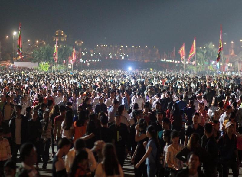 """tối nay họ tới Đền Hùng trước để """"trực chiến"""" chờ đến chính hội"""