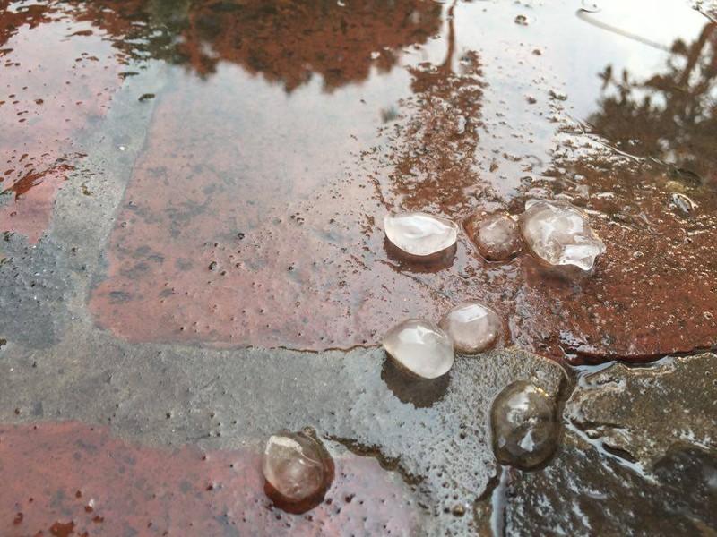 Mưa đá bất ngờ xuất hiện ở Hà Nội - ảnh 3