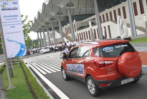 Ford hướng dẫn lái xe an toàn cho tài xế trẻ - ảnh 2