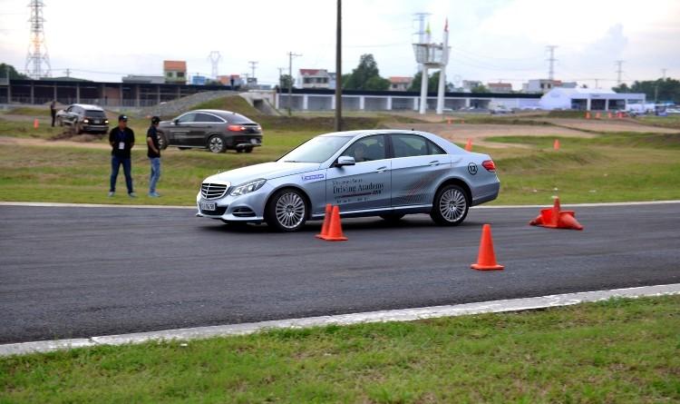 Hứng khởi với học viện lái xe an toàn Mercedes-Benz 2016 - ảnh 3