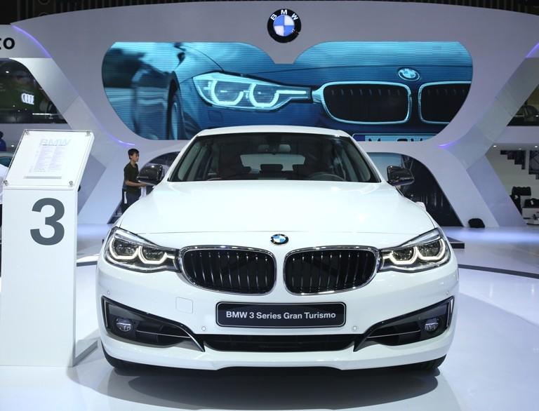 BMW đúng là siêu xe, công nghệ và người đẹp  - ảnh 5