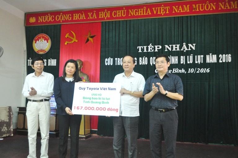 Toyota Việt Nam hỗ trợ đồng bào lũ lụt miền Trung - ảnh 1