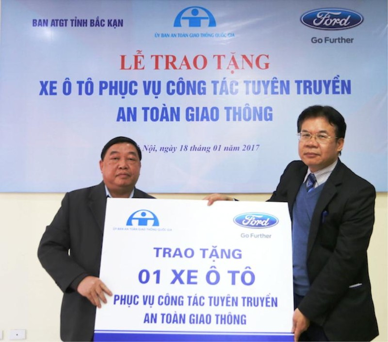 Ford Việt Nam tặng xe Ford Transit cho Bắc Cạn - ảnh 1