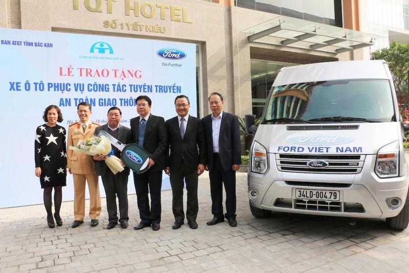 Ford Việt Nam tặng xe Ford Transit cho Bắc Cạn - ảnh 2
