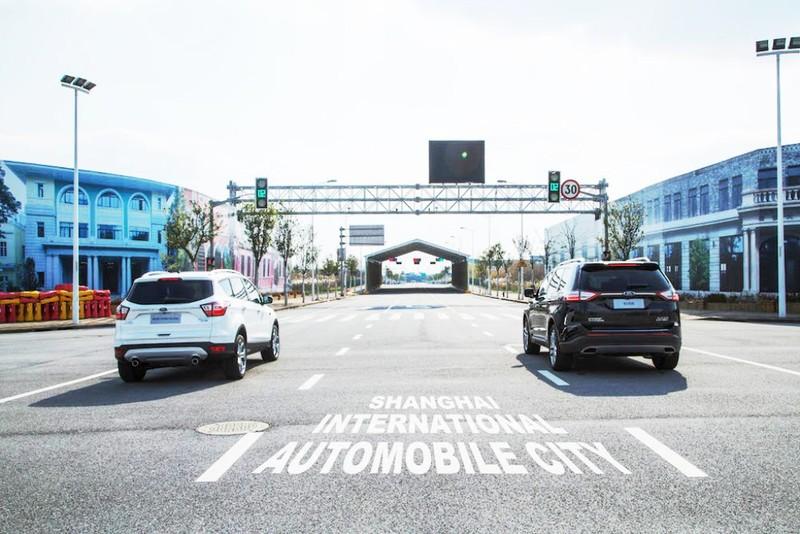 Ford thử nghiệm công nghệ di chuyển giữa phố đông đúc - ảnh 1