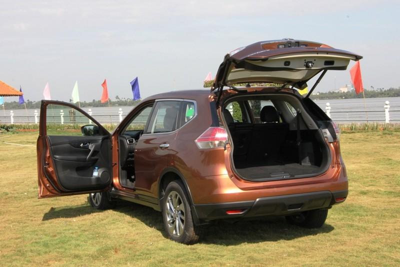 Nissan X-Trail khuyến mãi gần 100 triệu đồng - ảnh 2
