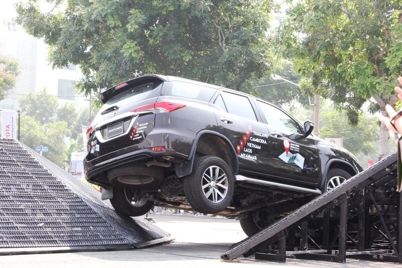 Sôi động chương trình trải nghiệm xe mới của Toyota - ảnh 7