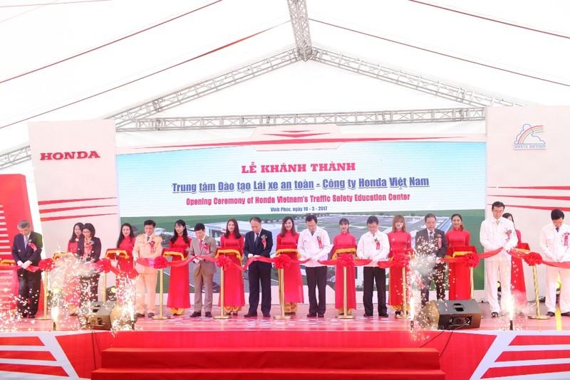 Khánh thành Trung tâm đào tạo lái xe 3,3 triệu USD - ảnh 1