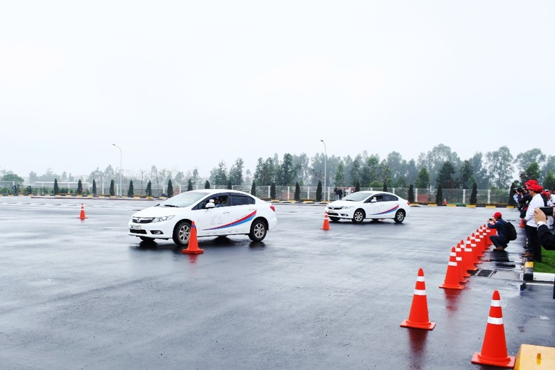 Khánh thành Trung tâm đào tạo lái xe 3,3 triệu USD - ảnh 3