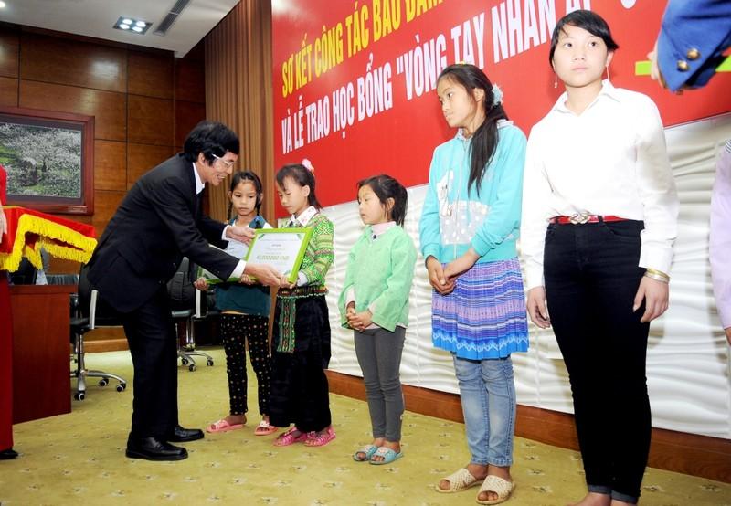 """Toyota trao học bổng """"Vòng tay nhân ái"""" ở Lào Cai - ảnh 2"""