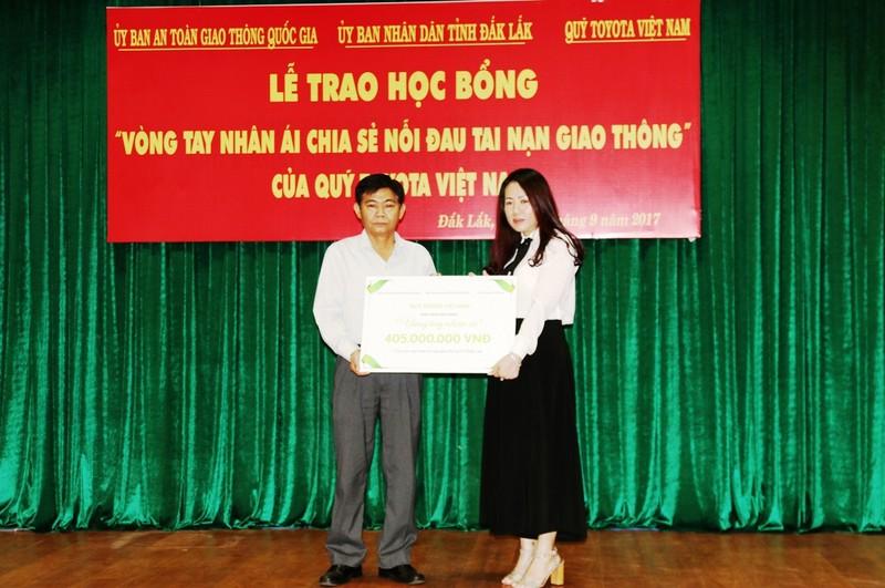 Trao học bổng Toyota 'Vòng tay nhân ái' tại Đắk Lắk - ảnh 1