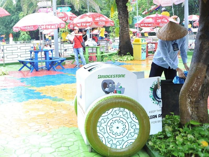 Bridgestone trao tặng thùng rác thông minh cho Đầm Sen - ảnh 4