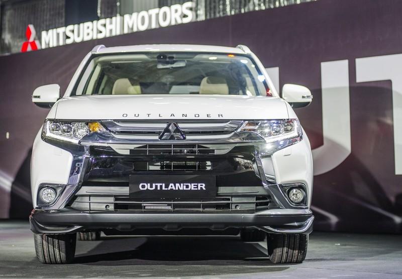 Mitsubishi Outlander 2018 CKD , Mitsubishi Outlander 2018 phiên bản lắp ráp , Mitsubishi Outlander 2018 , MUA BÁN XE Mitsubishi Outlander 2018 , ĐÁNH GIÁ XE Mitsubishi Outlander 2018 , GIÁ XE Mitsubishi Outlander 2018 , Mitsubishi Outlander 2018 GIÁ BAO NHIÊU