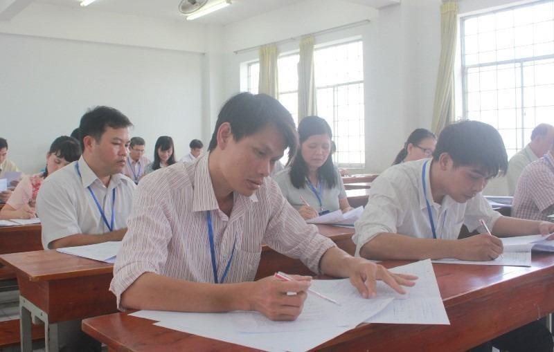 Giáo viên chấm thi phần lớn được mời từ các trường THPT và giáo viên của các trường đại học