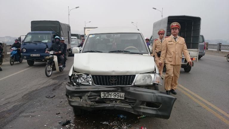 Hà Nội: Tai nạn liên hoàn, giao thông ùn tắc  - ảnh 2