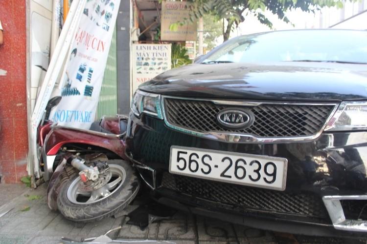 Buồn ngủ đạp nhầm… chân ga, tài xế gây tai nạn kinh hoàng - ảnh 3