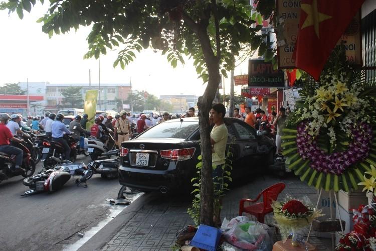 Buồn ngủ đạp nhầm… chân ga, tài xế gây tai nạn kinh hoàng - ảnh 1