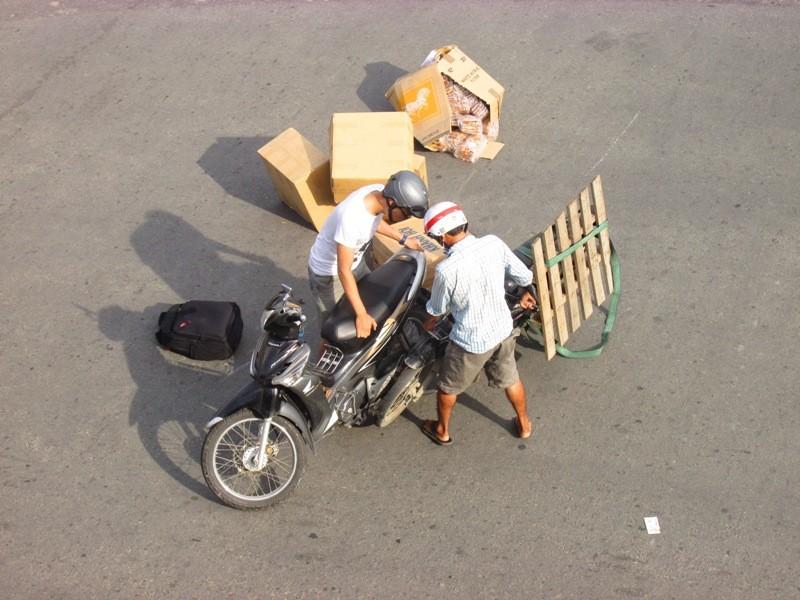 Người Sài Gòn mệt mỏi với 'điệp khúc' kẹt xe hằng ngày - ảnh 8