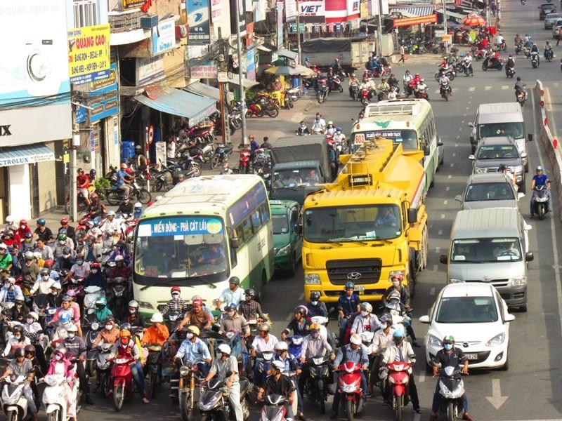 Người Sài Gòn mệt mỏi với 'điệp khúc' kẹt xe hằng ngày - ảnh 9
