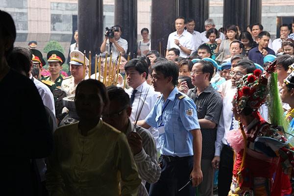 Bí thư Đinh La Thăng dâng hương tưởng niệm các vua Hùng - ảnh 12