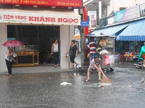 Người Sài Gòn nhẹ nhõm đón cơn mưa quý hơn vàng - ảnh 6