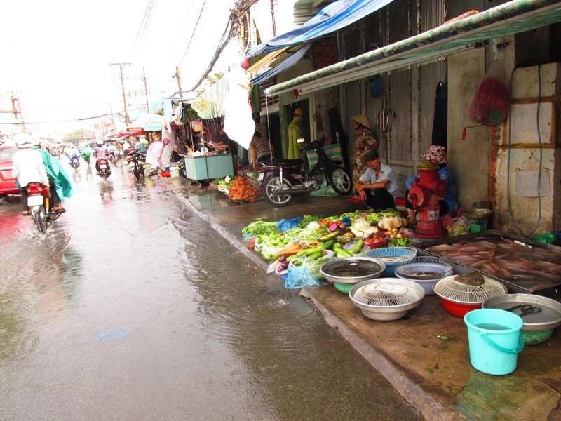 Người Sài Gòn nhẹ nhõm đón cơn mưa quý hơn vàng - ảnh 15