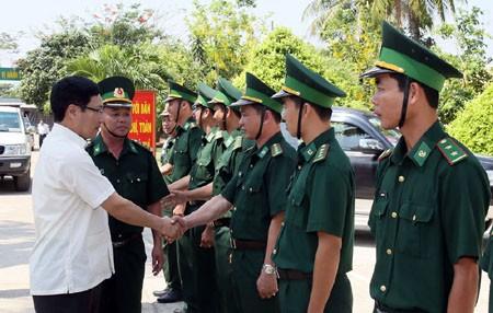 Phó Thủ tướng Phạm Bình Minh khảo sát biên giới Tây Nam - ảnh 2