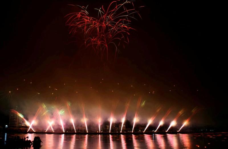 Đà Nẵng dự kiến đón 500.000 lượt khách trong dịp thi pháo hoa 2015 - ảnh 1
