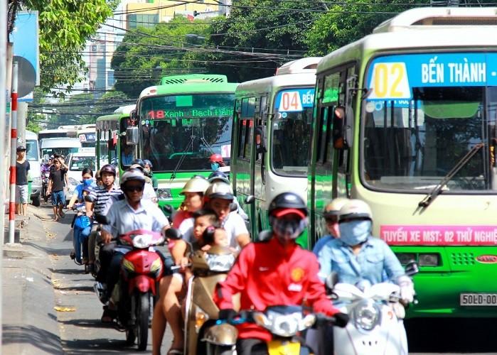 Nhiều tuyến xe buýt tạm thay đổi lộ trình trong ngày 30-4 - ảnh 1