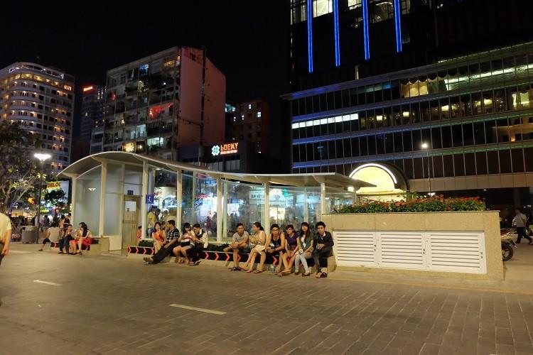 Nhà vệ sinh công cộng phố đi bộ Nguyễn Huệ sang như trong khách sạn - ảnh 1
