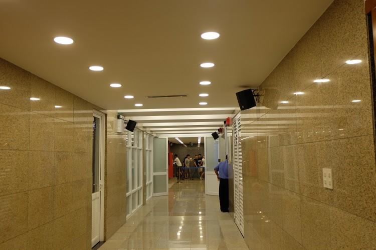 Nhà vệ sinh công cộng phố đi bộ Nguyễn Huệ sang như trong khách sạn - ảnh 8