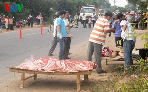 Ô tô bỏ chạy sau khi gây tai nạn, 2 mẹ con chết tại chỗ - ảnh 1