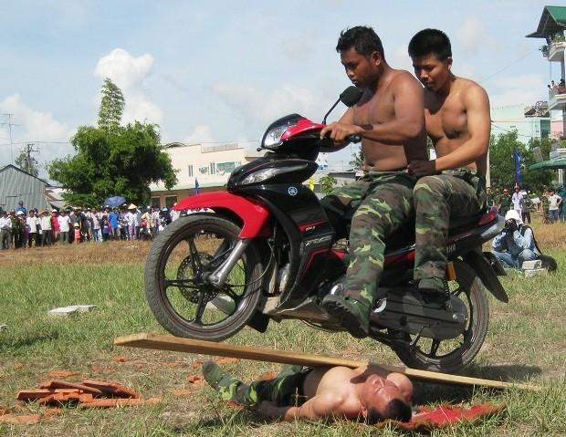 Chùm ảnh biểu diễn võ thuật đầy uy dũng của Bộ đội biên phòng - ảnh 9